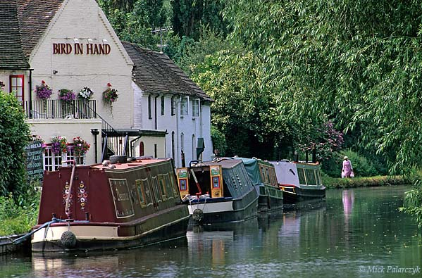 [BRITAIN.ENGMIDDLE 22.189 'Canal idyl.'  Surrounded by lush vegetation, the Staffordshire & Worcester Canal at the canal side pub 'Bird in Hand' is the perfect place to moor your narrow boat. Photo Mick Palarczyk.