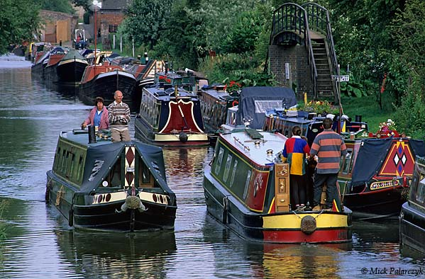 [BRITAIN.ENGMIDDLE 22.268 'Grand Union Canal at Braunston.'  	The Grand Union Canal runs from London to Birmingham and has been the central highway of England's inland water transport system for 200 years. Now it is mainly used for recreational boating. Photo Mick Palarczyk.