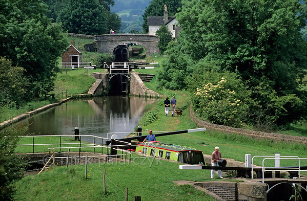 [BRITAIN.MIDDLEENGLAND 22071] 'Caldon Canal.'  A row of three locks in the Caldon Canal at Hazlehurst Junction south of Leek. Not only for narrowboats the canal offers a beautiful route, for walkers as well. Photo Mick Palarczyk.
