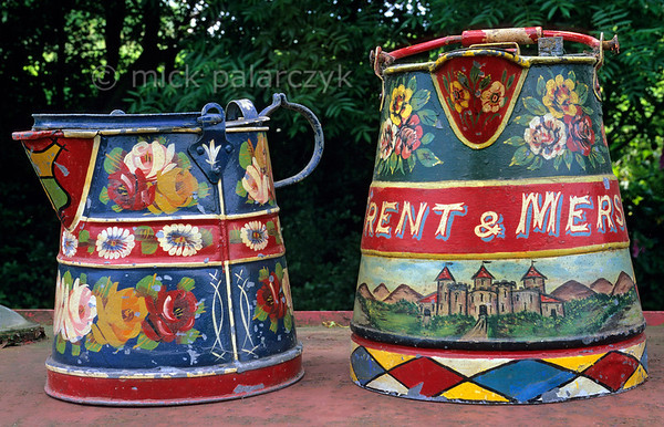 """[BRITAIN.MIDDLEENGLAND 22040] 'Buckby watering cans.'  Buckby watering cans painted in the traditional canal art style called """"Roses and Castles"""", which has its origins in the decorations of 18th century cottages. Photo Mick Palarczyk."""