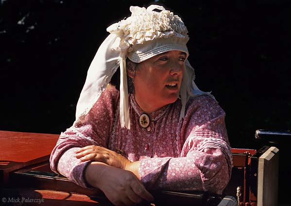[BRITAIN.ENGMIDDLE 22.060 'Boatwoman with bonnet.'  Serving on a narrow boat which navigates the Caldon Canal, a woman at Froghall Wharf wears the traditional bonnet of the boatwomen. Made originally like a Midlands farmworkers' sunbonnet it could shield the eyes when working in the sun or rain. Photo Mick Palarczyk.