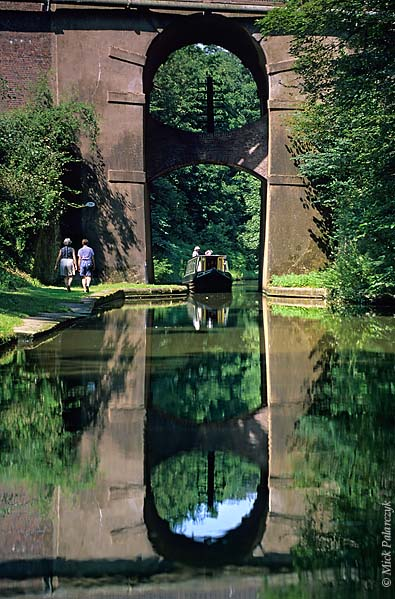 [BRITAIN.ENGMIDDLE 22.163 'High Bridge.'  The High Bridge spans the Shropshire Union Canal north of Gnosall. Photo Mick Palarczyk.