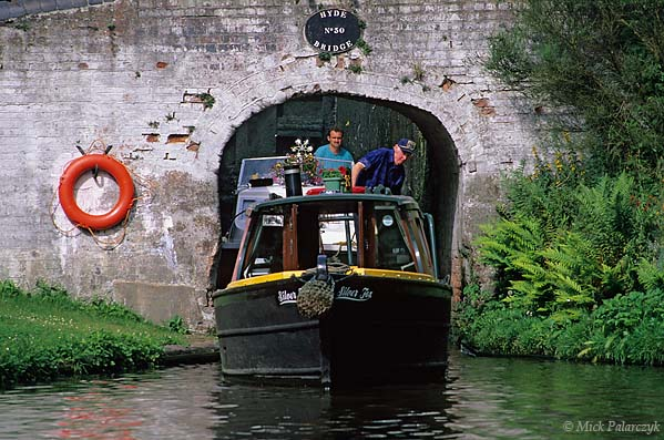 [BRITAIN.ENGMIDDLE 22.204 'Tight fit.'  Passing Hyde Bridge on the Staffordshire & Worcester Canal requires good steering abilities. Photo Mick Palarczyk.