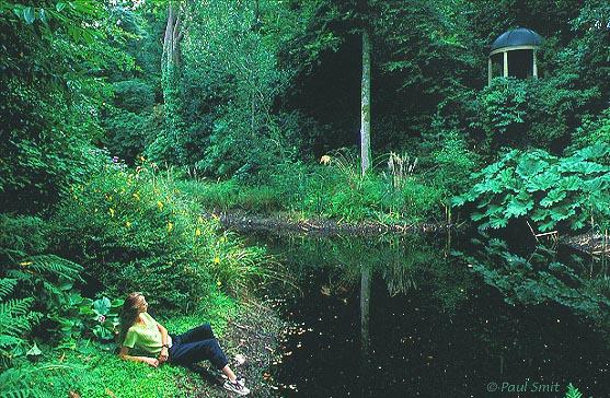 [BRITAIN.WALES 2393] 'Gardens of Portmeiron, Snowdonia.' The gardens of fantasy village Portmeiron are very lush, thanks to the warm Gulf Stream. Photo Paul Smit.