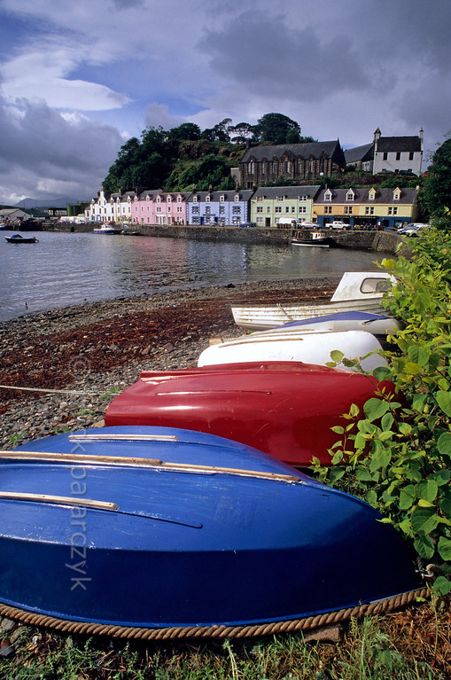 [BRITAIN.HEBRIDES 27810] 'Harbour of Portree.'  Boats on the beach in the harbour of Portree, on the east coast of the Isle of Skye. Photo Mick Palarczyk.