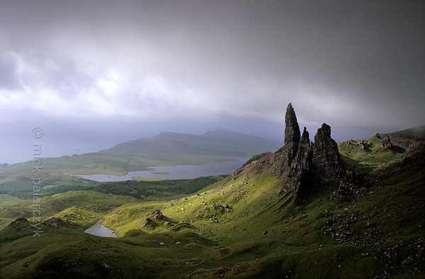 [BRITAIN.HEBRIDES 27748] 'The Old Man of Storr.'  On Skye's Trotternish Peninsula the pinnacle of the Old Man of Storr gives a dramatic touch to the landscape. Its geological history is no less dramatic. As most of northern Skye, the Old Man consists of lava that welled up from the earth as The Atlantic Ocean opened up and Western Europe and America started to drift apart 60 millions years ago. On the eastern edge of the Trotternish peninsula parts of the formed lava sheet tumbled down in massive landslides, creating jagged peaks such as the Old Man. Photo Mick Palarczyk.