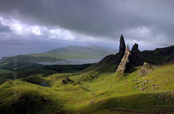 [BRITAIN.HEBRIDES 27746] 'The Old Man of Storr.'  	On Skye's Trotternish Peninsula the pinnacle of the Old Man of Storr gives a dramatic touch to the landscape. Its geological history is no less dramatic. As most of northern Skye, the Old Man consists of lava that welled up from the earth as The Atlantic Ocean opened up and Western Europe and America started to drift apart 60 millions years ago. On the eastern edge of the Trotternish peninsula parts of the formed lava sheet tumbled down in massive landslides, creating jagged peaks such as the Old Man. Photo Mick Palarczyk.