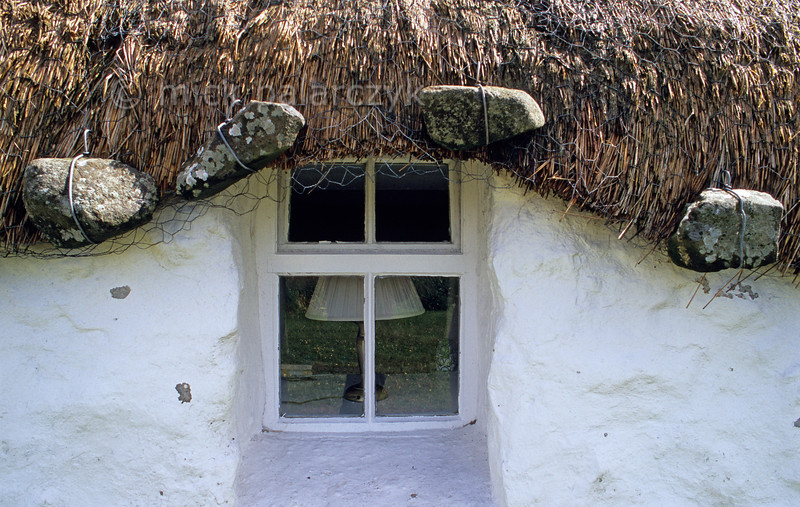 [BRITAIN.HEBRIDES 27777] 'Anker stones at Beaton's Crofthouse.'  In the northwest of Skye's Trotternish Peninsula, Beaton's  Crofthouse in Bornesketaig has the straw of its roofs protected from wind damage by netting that is held in place by anker stones. Photo Mick Palarczyk.
