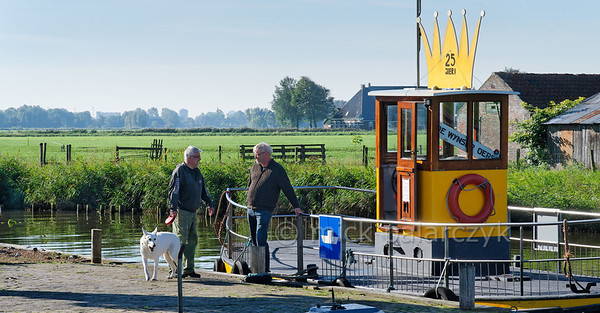 HOLLAND.FRIESLAND 30281a] 'Foot ferry at Wijns'.