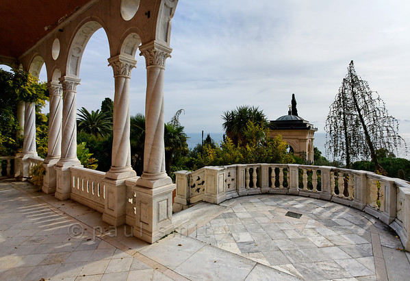[ITALY.LIGURIA 28963] 'Loggia of the Hanbury villa.'  In 1867 Sir Thomas Hanbury bought the 16th century Palazzo Orengo and added the West wing which has an elegant loggia. The mansion and its surrounding gardens are located on Cape Mortola, near Ventimiglia. Photo Paul Smit.