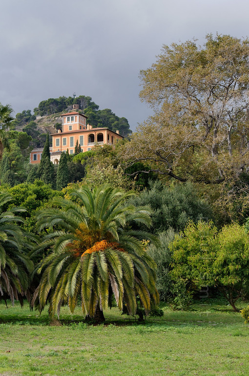 [ITALY.LIGURIA 28996] 'Villa in Hanbury Gardens'.'  	The Hanbury villa in the Hanbury Botanical Gardens, located on the Côte d'Azur near Ventimiglia. Photo Paul Smit.