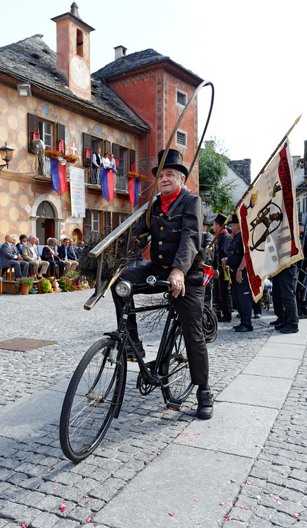 [ITALY.PIEMONTE 11076] 'Chimney sweeps parade in Santa Maria Maggiore.'  Retired swiss chimney sweep with his original tools at the yearly parade of chimney sweeps in the streets of Santa Maria Maggiore, here in front of the town hall. The parade is part of the International Chimney Sweeps Gathering (Raduno Internazionale dello Spazzacamino) in Valle Vigezzo. Photo Paul Smit.