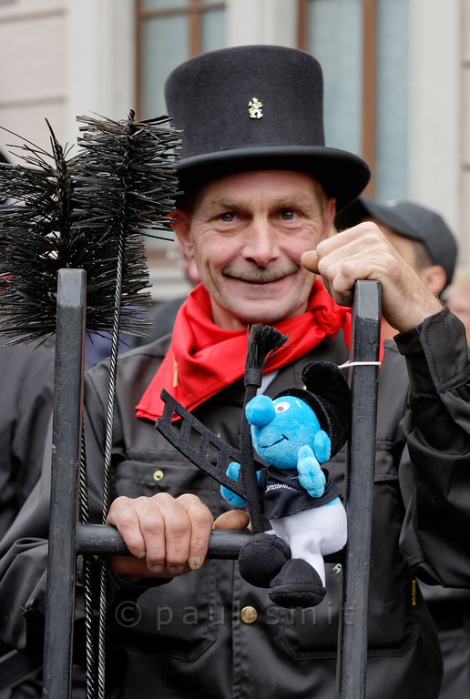 [ITALY.PIEMONTE 11057] 'Swiss chimney sweep in Malesco.'  Swiss chimney sweep, from Vaud, a canton in Romandy, the French-speaking part of the country. Photographed with his mascotte smurf in Malesco during the International Chimney Sweeps Gathering (Raduno Internazionale dello Spazzacamino) in Valle Vigezzo. Photo Paul Smit.