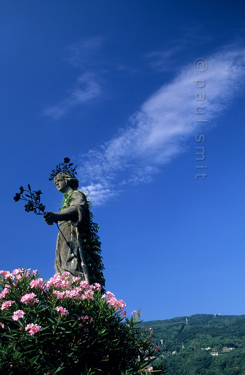 [ITALY.PIEMONTE 01694]  'Angel for half a minute.'  A cloud gives a statue wings in the baroque garden of Isola Bella. Photo Paul Smit.