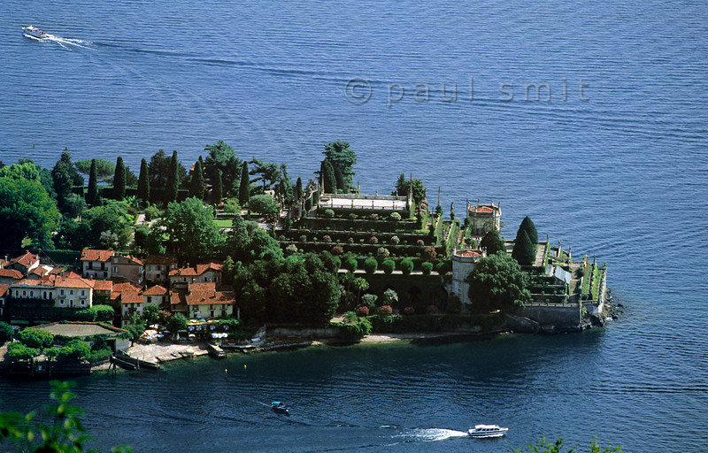 [ITALY.PIEMONTE 01661]  'Isola Bella.'  The 'beautiful island', main sight of the Lago Maggiore, is a man made piece of art. The garden is an ode to rationality, typical for the baroque. Strong geometry and symmetry typify the terraces rising high above the lake, adorned with statues and balustrades. At the same time the garden breathes surrealism. Photo Paul Smit.