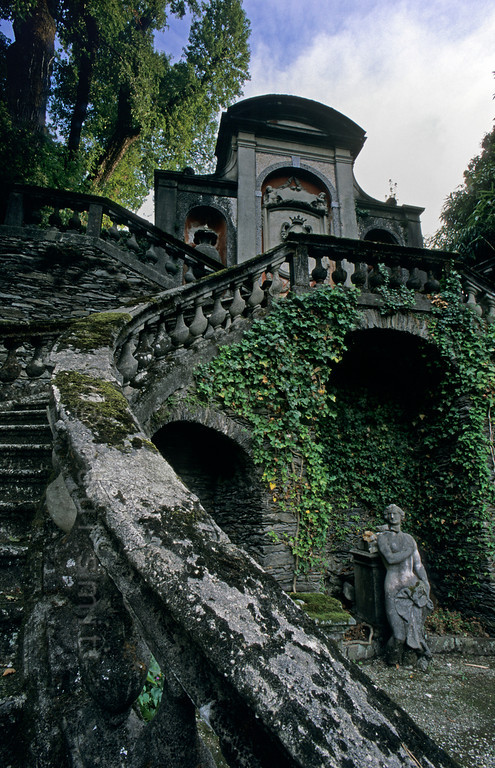 ITALY.PIEMONTE 01618]  'Garden of Villa San Remigio.'  An Irish paintress and her poet/musician from Napoli designed the garden around Villa San Remigio in Pallanza. Here English and Italian styles mix. The decay adds to the visual poetry. Photo Paul Smit.