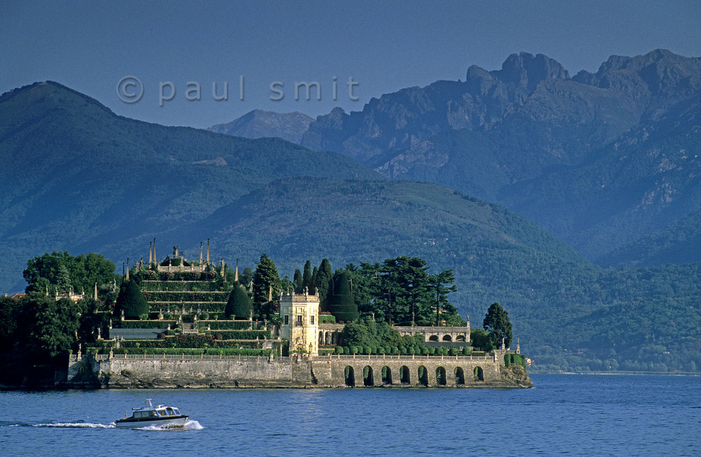 [ITALY.PIEMONTE 01662]  'Isola Bella.'  The 'beautiful island', main sight of the Lago Maggiore, is a man made piece of art. The garden is an ode to rationality, typical for the baroque. Strong geometry and symmetry typify the terraces rising high above the lake, adorned with statues and balustrades. At the same time the garden breathes surrealism. Photo Paul Smit.