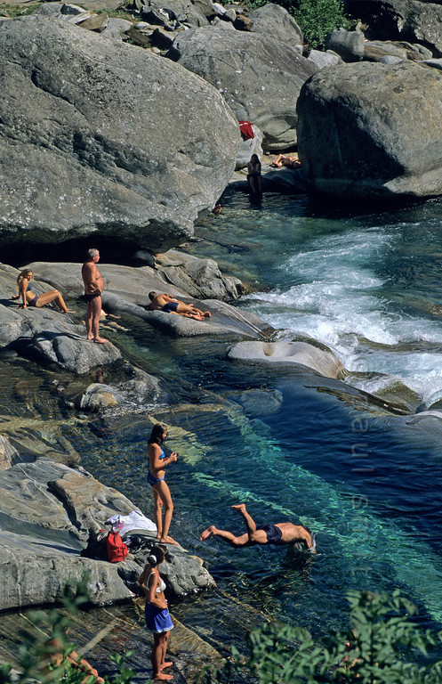 [SWITZER.TICINO 01328]  'River Verzasca.'  People enjoying the water and the sun near Lavertezzo in Valle Verzasca. Photo Paul Smit.
