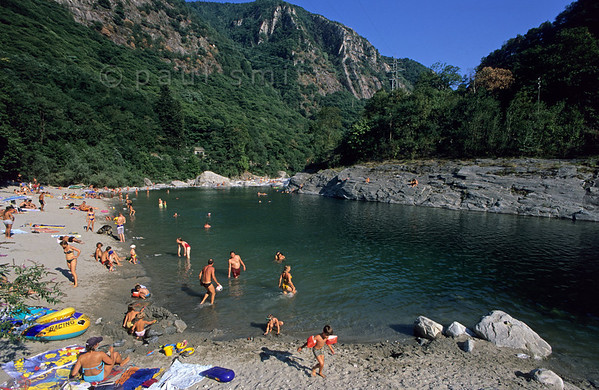 [SWITZER.TICINO 01330]  'Maggia beach.'  Waterside recreation in Vallemaggia, near Ponte Brolla. Close to Locarno, this is a favorite weekend riverside spot for the local Swiss. Photo Paul Smit.