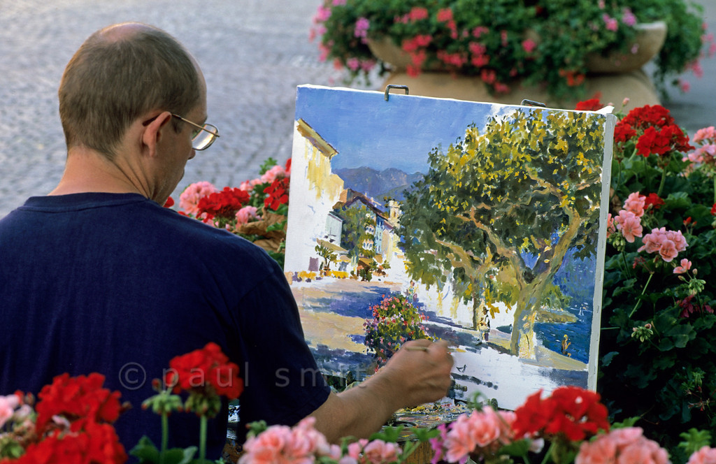 [SWITZER.TICINO 01361]  'Painting Ascona.'  A painter trying to catch the mood of the boulevard along the Lago Maggiore at Ascona. Photo Paul Smit.