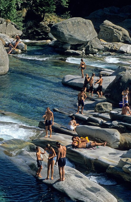 [SWITZER.TICINO 01327]  'River Verzasca.'  People enjoying the water and the sun near Lavertezzo in Valle Verzasca. Photo Paul Smit.