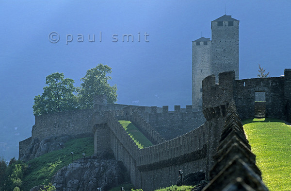 [SWITZER.TICINO 01298]  'Chinese wall?'   In Bellinzona three strongholds nearly close the Ticino valley with their huge walls. Since the Gotthardpass route is following that valley towards Italy, who owned these castles controlled a principal traderoute across the Alps. UNESCO added the complex to their list of World Heritage Sites. Photo Paul Smit