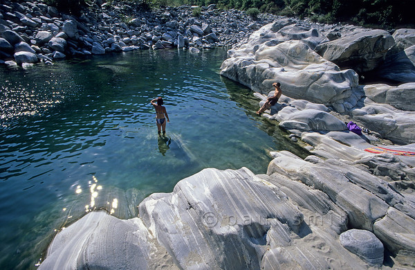 [SWITZER.TICINO 01337]  'River Maggia.'  The sculpted gneiss along river Maggia , here seen between Ponte Brollo and Aurigeno, is a favorite backdrop for waterside fun. Photo Paul Smit.