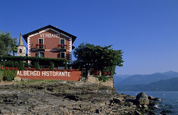 [ITALY.PIEMONTE 01652]  'Hotel at Isola dei Pescatori.'  The view over the lago Maggiore from the breakfast terrace of Hotel Verbano is wide, since it is situated on the tip of Isola dei Pescatori, the fishermen's island. Photo Paul Smit.