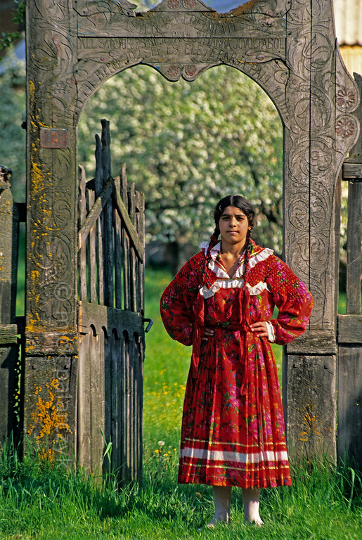 [ROMANIA.TRANSYLVA 24.135] 'Roma girl.'