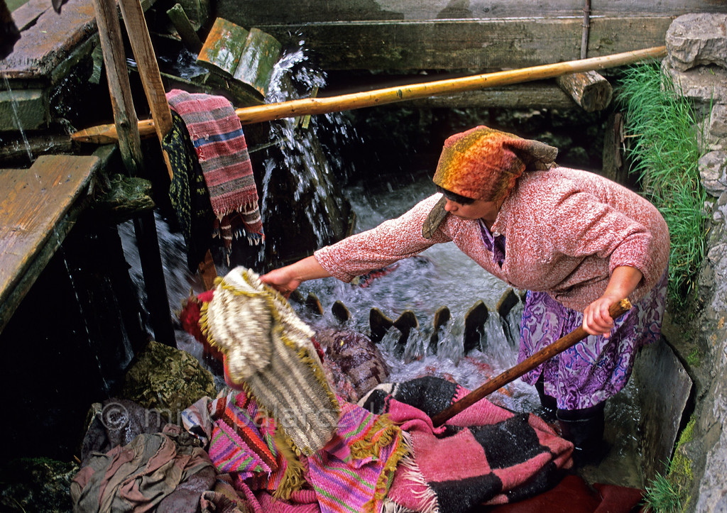[ROMANIA.MOLDAVIA 23.770] 'Washing in a whirlpool.'