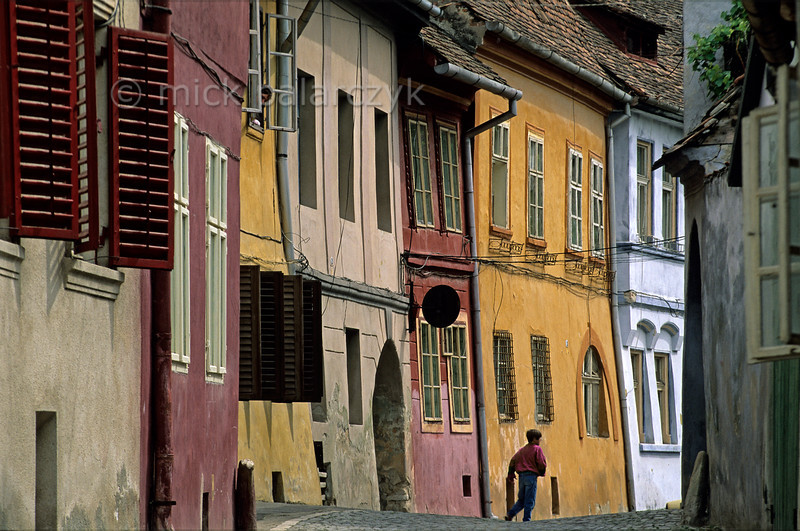 [ROMANIA.TRANSYLVA 24.167] 'Alley in Sighisoara.'
