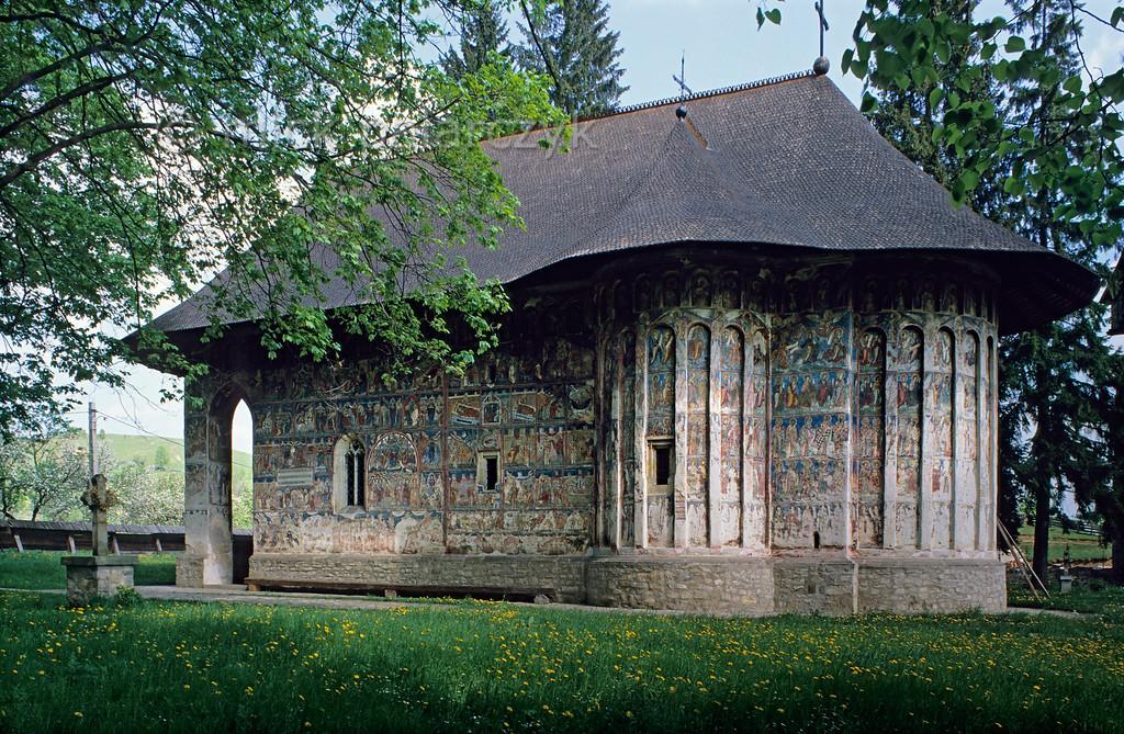 [ROMANIA.MOLDAVIA 24.000] 'Humor Monastery.'  The church of Humor Monastery has exterior fresco-paintings done by Toma Zugravul in 1535. Photo Mick Palarczyk.