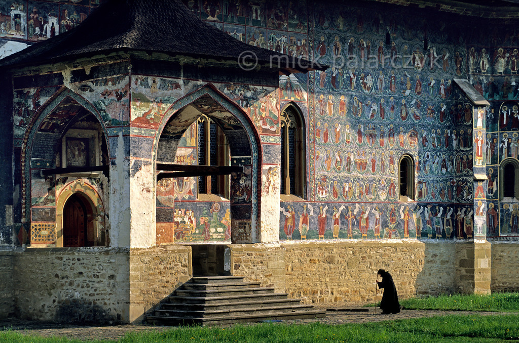 [ROMANIA.MOLDAVIA 24.056] 'Going to mass.'
