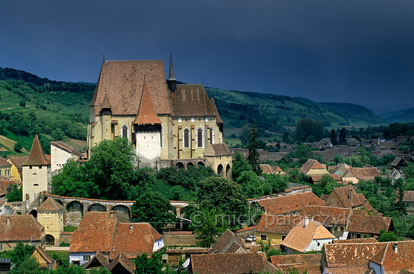 [ROMANIA.TRANSYLVA 24.183] 'Fortified church.'  	The Saxon fortified church of Biertan, built in 1516, is on UNESCO's World Heritage List. It was the seat of the Lutheran bishops who administered the German settlers of Transylvania. Photo Mick Palarczyk.