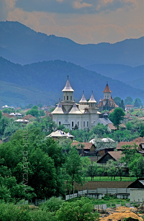 [ROMANIA.MOLDAVIA 23.979] 'Carpathian village.'