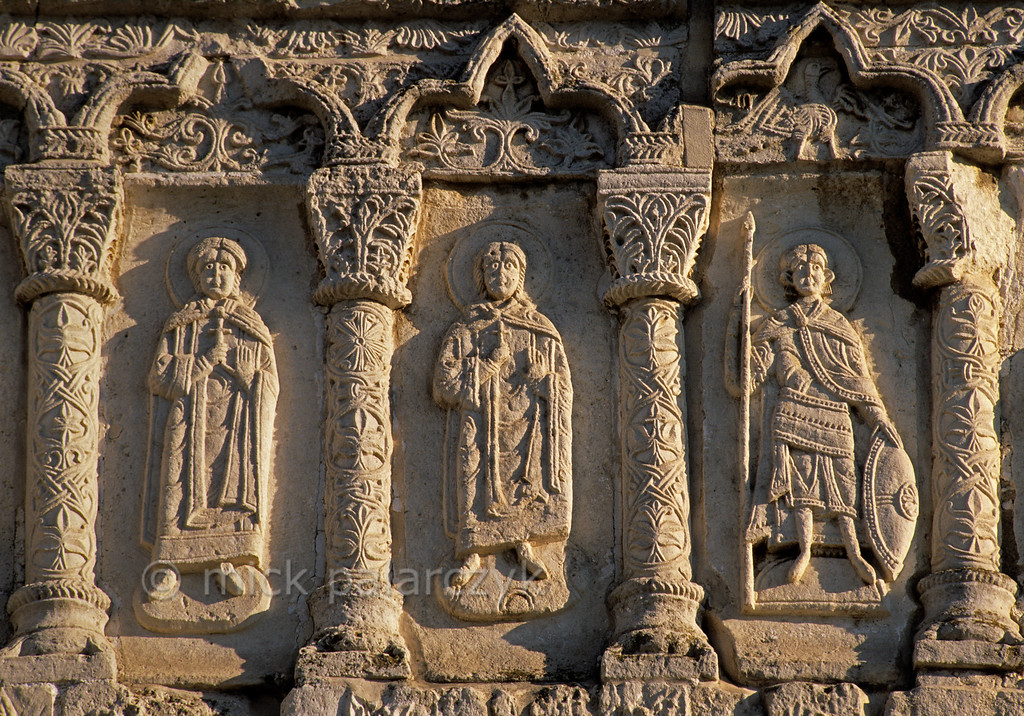 [RUSSIA.GOLDENRING 26.044] 'Holy men.'  Relief of holy men on the facade of the 13th century Cathedral of St. George in Yuryev-Polskoi. The cathedral is famed for its many intricate stone carvings. Photo Mick Palarczyk.