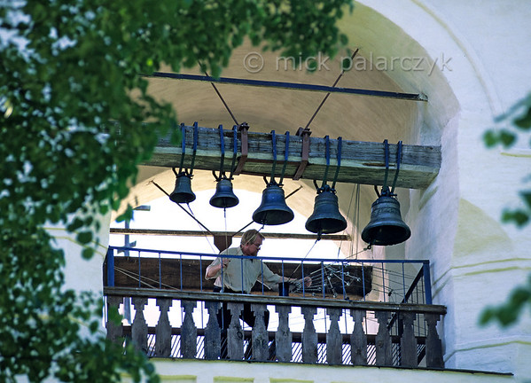 [RUSSIA.GOLDENRING 25.938] 'Suzdalian bell-ringer.'  	In the 17th century belfry of the Spaso-Yevfimiev Monastery a master bell-ringer is pulling the strings that are attached to the clappers of the bells, which remain stationary themselves. Photo Mick Palarczyk.