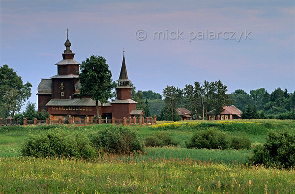[RUSSIA.GOLDENRING 26.122] 'Wooden church at Ishna.'  	The wooden Church of St. John the Divine (ca. 1690) crowns the fields at the village of Ishna, just west of Rostov-Veliky. Photo Mick Palarczyk.