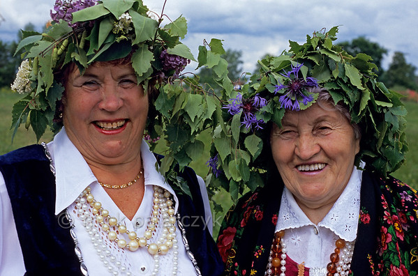 [RUSSIA.GOLDENRING 25.965] 'Troitsa festivities.'  	During Troitsa (Whit Sunday) festivities in Suzdal elder ladies wear wreaths of birch twigs intertwined with lilacs and cornflowers. The birch personifies the renewal of life in spring. Photo Mick Palarczyk.