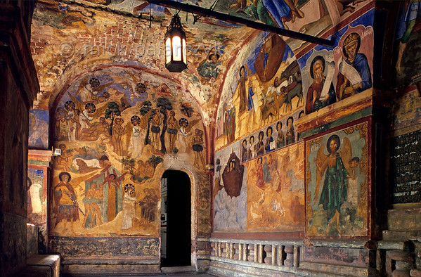 [RUSSIA.GOLDENRING 26.067] 'Genesis in full colour.'  	The Church of St. Nicholas the Miracle-Worker was the first of Yaroslavl's stone merchant churches, built in 1622. The frescoes in its western vestibule depict several stories from Genesis in a colourful way. Photo Mick Palarczyk.