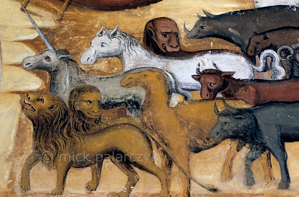[RUSSIA.GOLDENRING 26.072] 'Noah's animals.'  	Animals are gathering to enter Noah's ark on a fresco in the western vestibule of Yaroslavl's Church of St. Nicholas the Miracle-Worker (1622). Photo Mick Palarczyk.