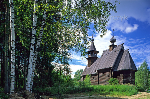 [RUSSIA.GOLDENRING 26.086] 'Wooden church.'  	The Church of the Saviour (1712) was brought form Fominkoje village to the Museum of Wooden Architecture in Kostroma. Photo Mick Palarczyk.