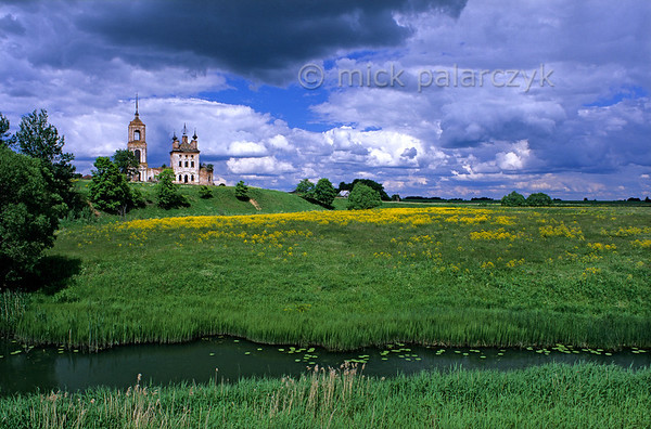 [RUSSIA.GOLDENRING 26.030] 'Kibol village.'  In Kibol village (west of Suzdal) the ruins of the Church of Flor and Laurus stand on the bank of the Kamenka River. Photo Mick Palarczyk.