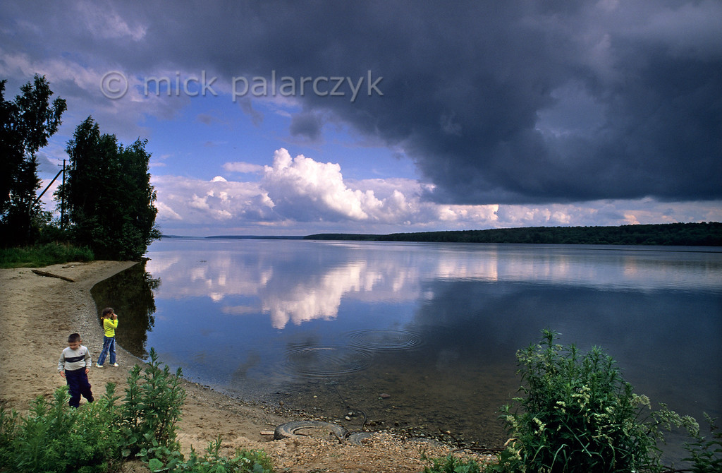 [RUSSIA.GOLDENRING 26.082] 'Clouds over the Volga.'  A storm gathers over the wide waters of the Volga at Krasnoe-na-Volge, 35 km southeast of Kostroma. Photo Mick Palarczyk.