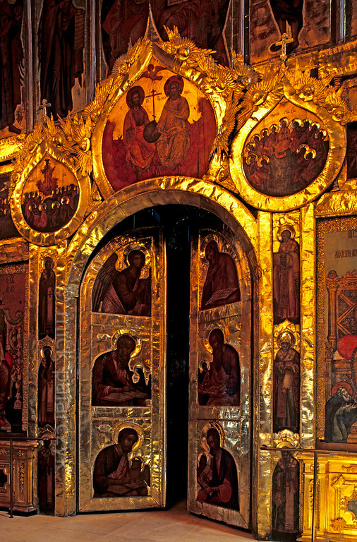 [RUSSIA.GOLDENRING 26.003] 'Iconostasis door.'  	Central door in the 17th century iconostasis of Suzdal's Nativity Cathedral. Among the icon-painters was Grigory Zinovyev, one of the tsar's most gifted artists. The iconostasis separates the nave from the sanctuary in an Orthodox church. Photo Mick Palarczyk.