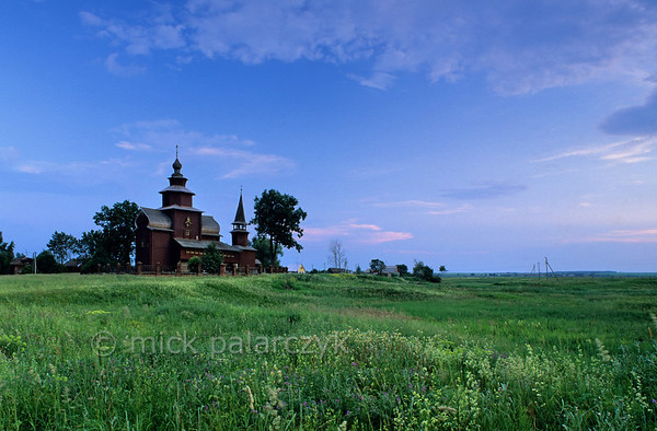 [RUSSIA.GOLDENRING 26.125] 'Wooden church at Ishna.'  	The wooden Church of St. John the Divine (ca. 1690) crowns the fields at the village of Ishna, just west of Rostov-Veliky. Photo Mick Palarczyk.