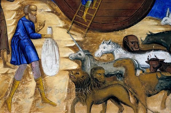 [RUSSIA.GOLDENRING 26.071] 'Gathering the animals.'  	Noah is luring animals to his ark with the help of a bag with fodder. Detail of a fresco in the western vestibule of Yaroslavl's Church of St. Nicholas the Miracle-Worker (1622). Photo Mick Palarczyk.