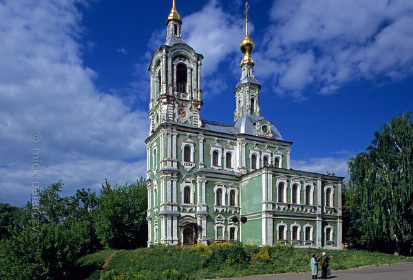 [RUSSIA.GOLDENRING 25.926] 'Russian Baroque.'  	A rich Vladimir merchant built this peculiar Church of St. Nicetas (1765) in a baroque style with a multitude of pilasters and windows. Inside the building is divided into three separate churches each occupying one floor. Photo Mick Palarczyk.