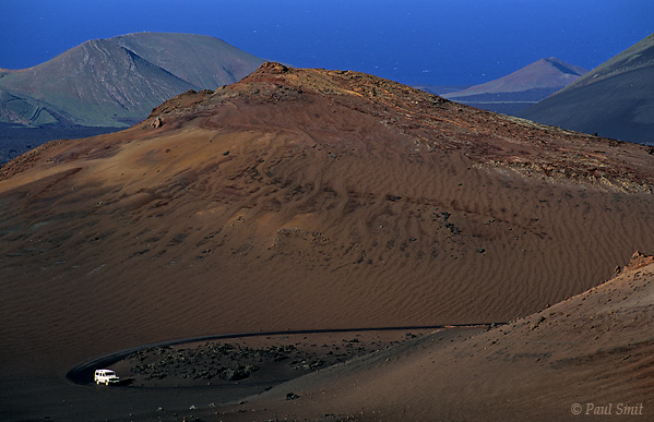 [SPAIN.CAN.LANZAROTE 9336] 'Route of the Volcanoes 2.'  Landrover on the Route of the Volcanoes in a landscape of devilish beauty. Timanfaya national park. Photo Paul Smit.