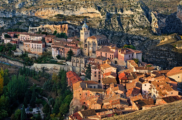 [SPAIN.ARAGON 28683] 'Albarracín and its castle.'  	Albarracín is a beautifully preserved medieval town in the canyon of the Guadalaviar river in the southwest of Teruel province. Its castle (in the upper left part of the picture) is a Moorish fort (alcazaba) of the 10th century, built during the caliphate of Córdoba. In the 11th century the town became the capital of a taifa, an independent Muslim state ruled by the Banu Razin dynasty, whose family name would lend the town its name (Sahla Banu Razin). From 1170 till 1285 it was the capital of the small independent Christian kingdom of the Azagra family. Its medieval cathedral was remodeled in the 16th and 18th centuries. Photo. Mick Palarczyk.